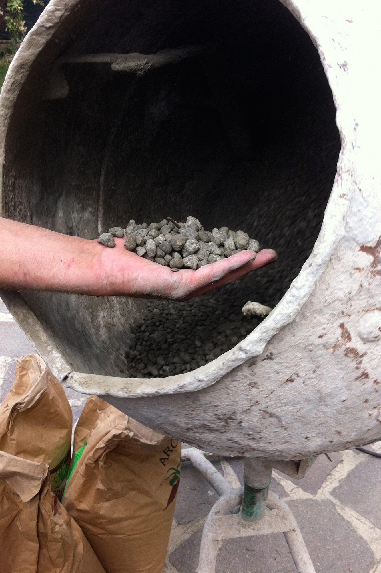 Creazione delle Foukoka balls con piante risanatrici del terreno